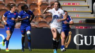 Key kick - England's Emily Scarratt (C) celebrates after kicking the winning penalty against France
