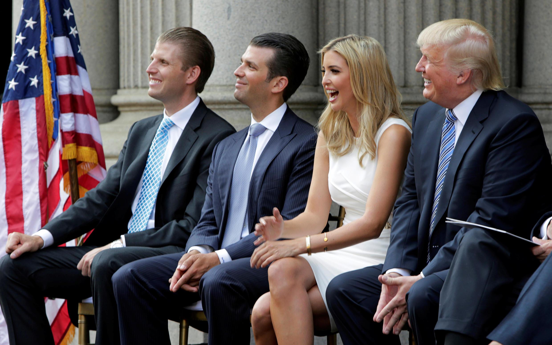 Donald Trump et ses enfants 2020-12-01T173147Z_611683247_RC2HEK9ZPWQL_RTRMADP_3_USA-TRUMP-MARKETING-LAWSUIT