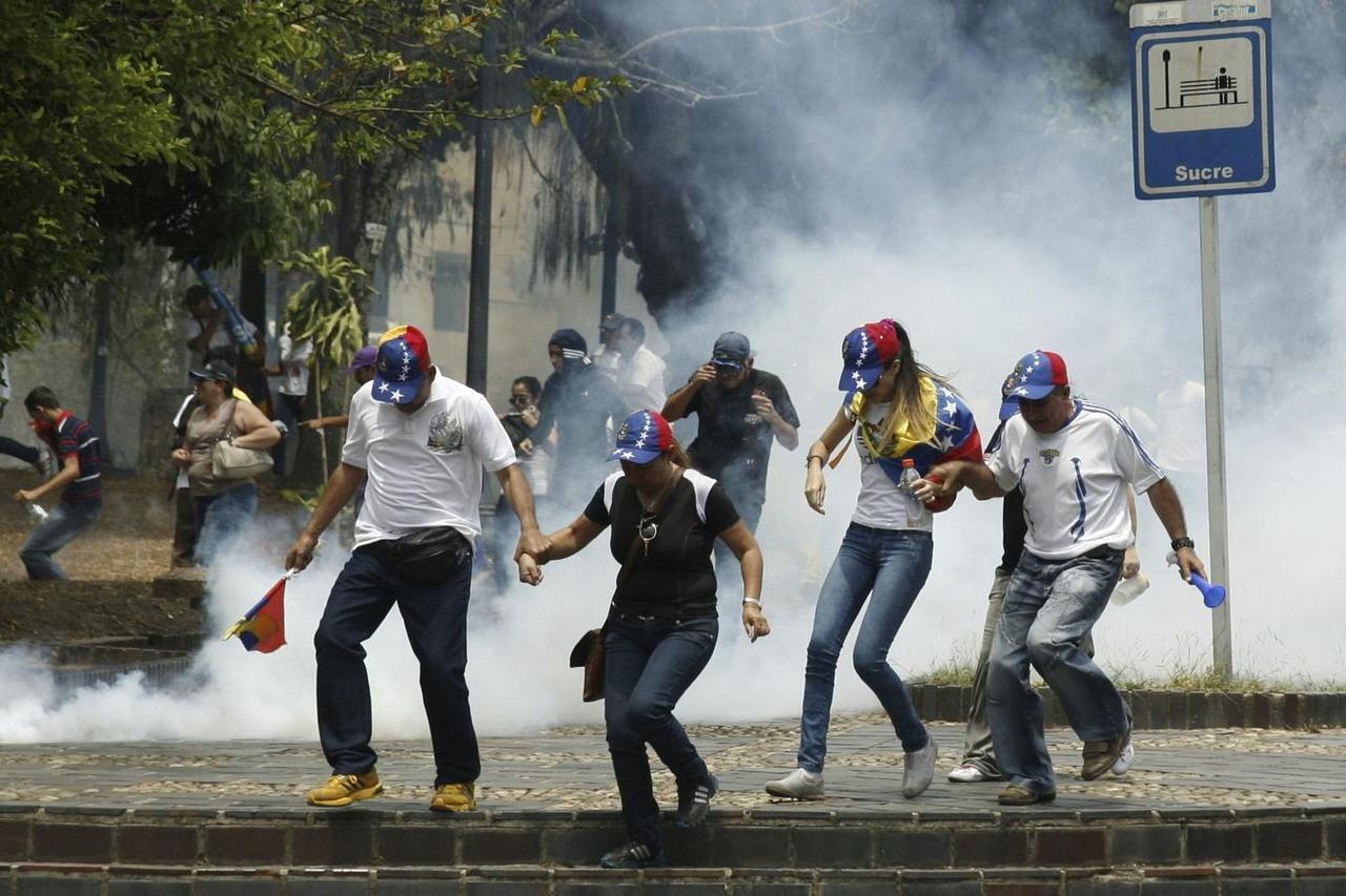 Wasu magoya bayan jagoran 'yan adawar kasar Venezuela Juan Guaido, yayin zanga-zangar adawa da shugaba Nicolas Maduro.
