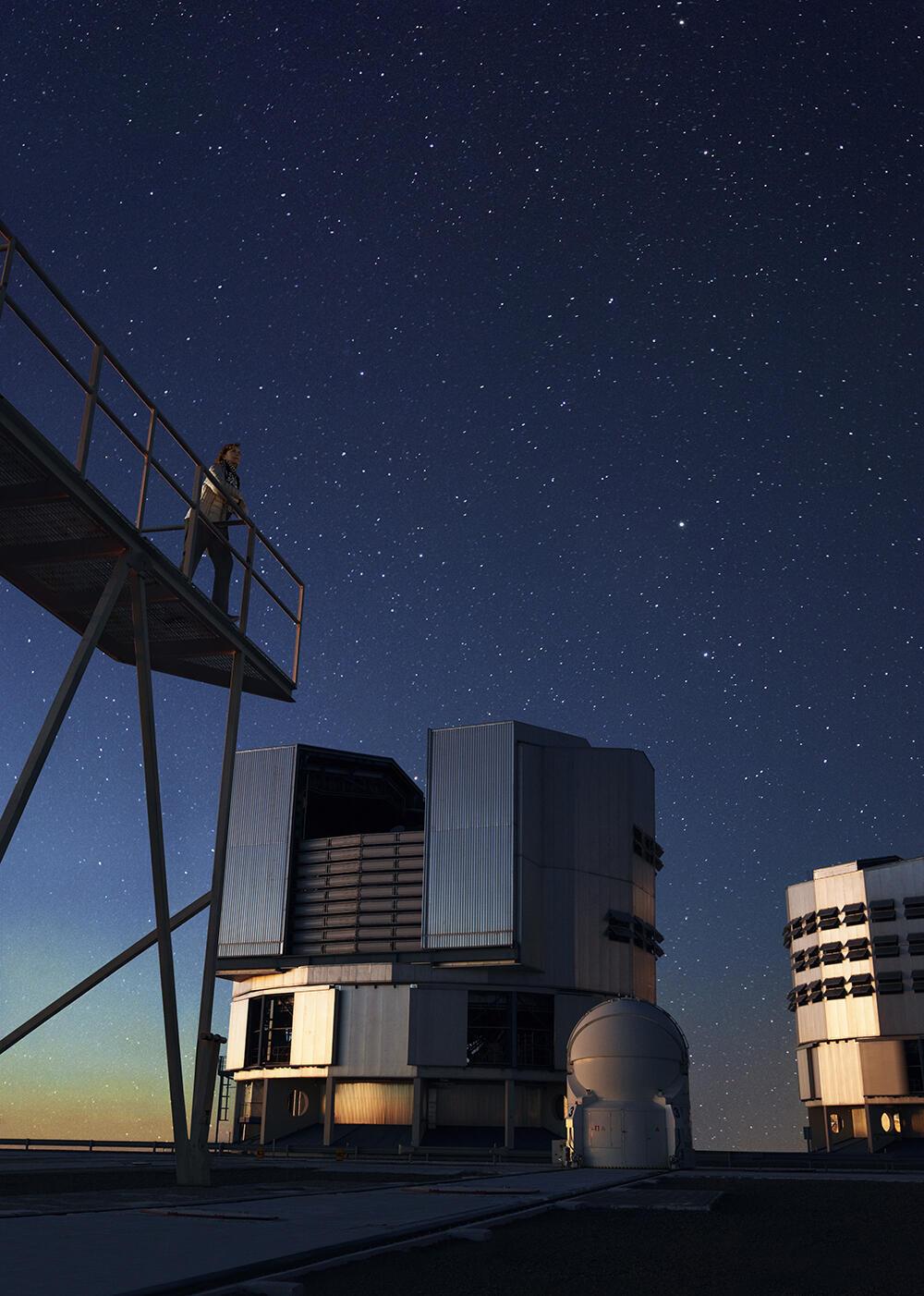 Maria Teresa Ruiz en un observatorio del desierto de Atacama en Chile.