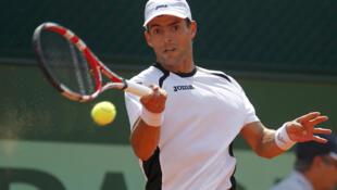 El tenista colombiano Santiago Giraldo venció a su compatriota Alejandro Falla en cuatro sets, 5-7, 6-2, 6-4 y 7-6 (7/4), el 28 de mayo de 2012 en Roland Garros.