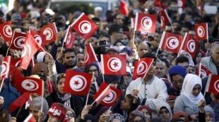 """Người dân Tunisia xuống đường kỷ niệm 5 năm cách mạng """"Mùa xuân Ả Rập"""" bùng nổ."""