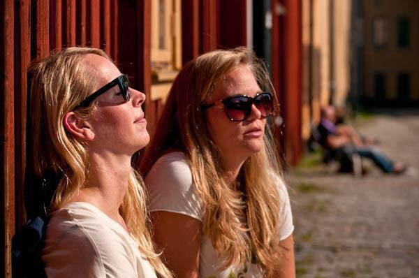 Bain de soleil à Stockholm.