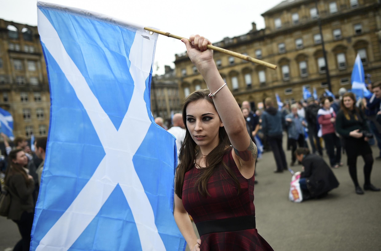 """Phe ủng hộ """"độc lập"""" tập hợp biểu tình tại Glasgow - REUTERS /Dylan Martinez"""