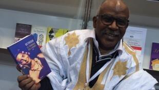 Beyrouk est Mauritanien. Auteur de six romans et un volume de nouvelles, Beyrouk est aujourd'hui comme l'une des voix majeures de la littérature africaine.