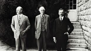 Cette photo, prise le 1er mars 1925, montre, de gauche à droite, le général Edmund Allenby, le Premier ministre Arthur Balfour et le premier Haut-Commissaire britannique en Palestine Herbert Samuel, à Jérusalem.
