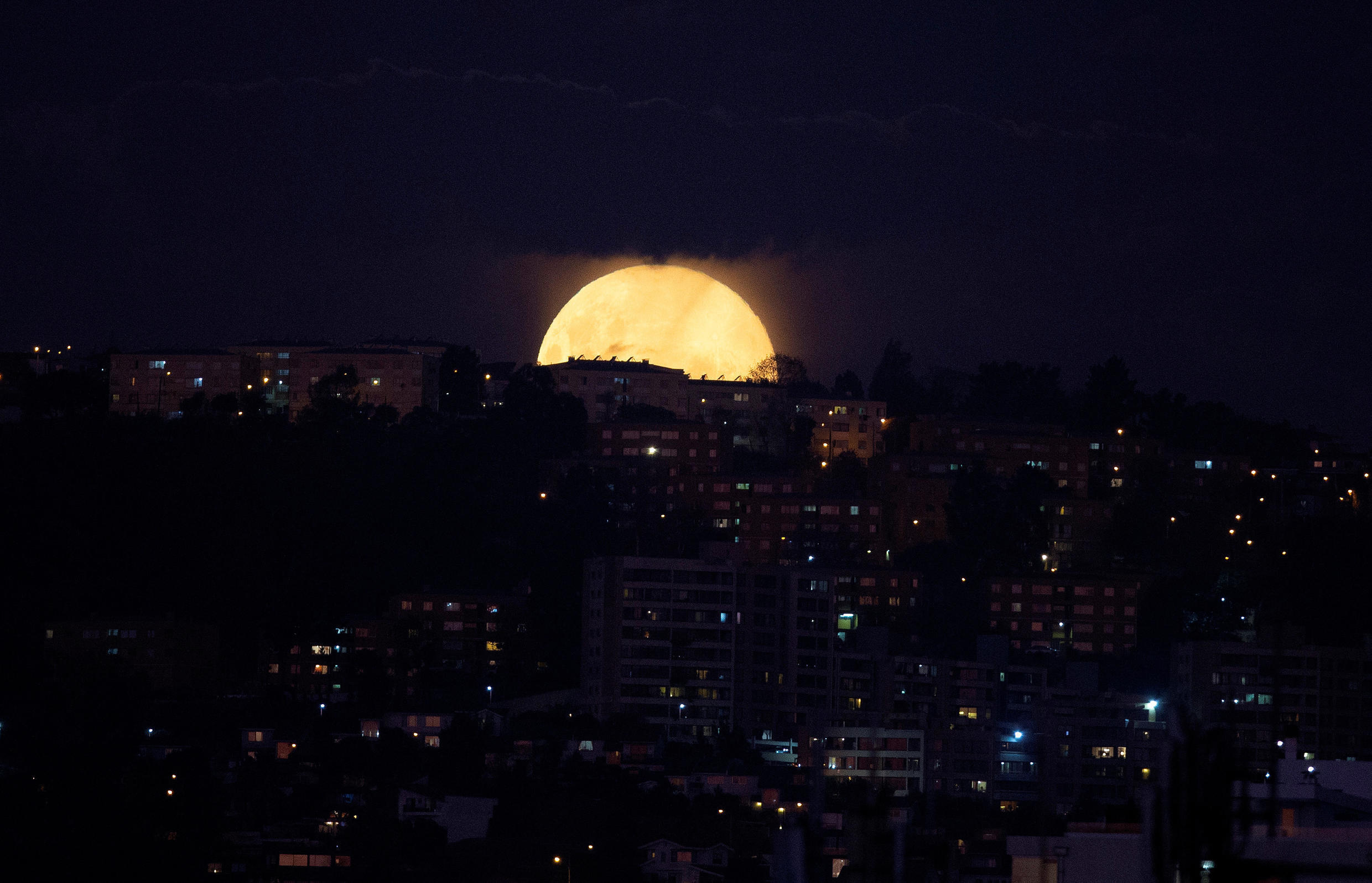 Super Flower Moon: the last supermoon of 2020