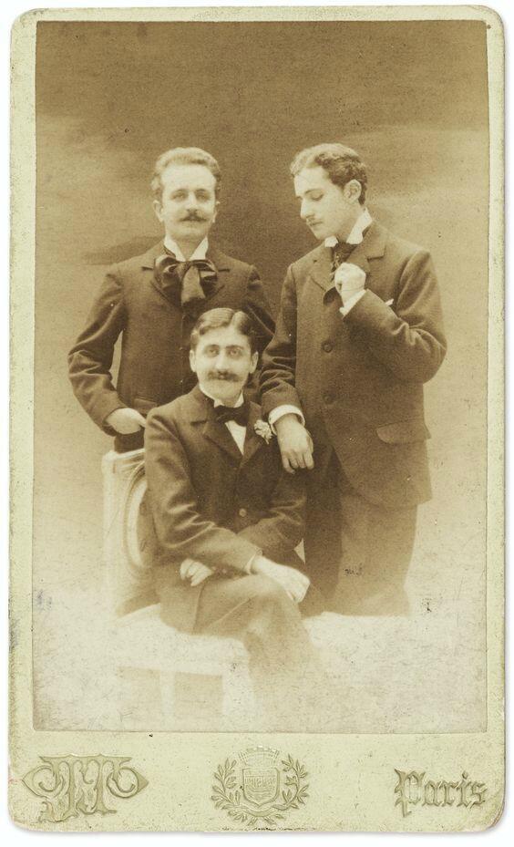 این عکس خشم والدین مارسل پروست را برانگیخته بود: لوسین دوده، مارسب پروست و روبر دوفلر