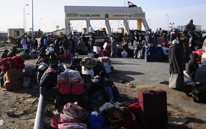 Egipcios en Salum, la frontera de Libia con Egipto.
