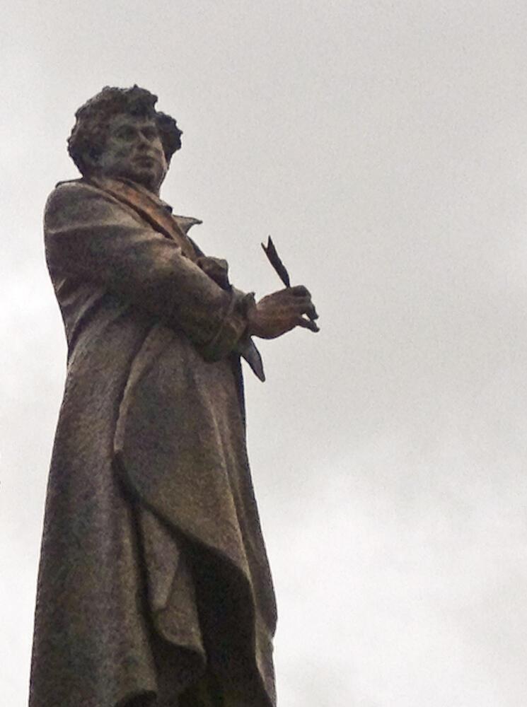Памятник Дюма в Виллер-Котре