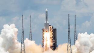 کاوشگر چینی با موفقیت به سوی مریخ پرتاب شد.