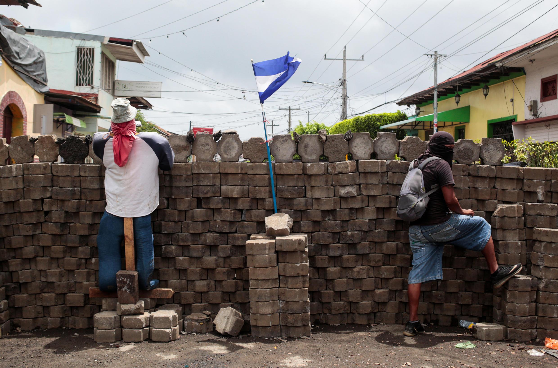 Des manifestants tiennent un barricade à Masaya au Nicaragua le 6 juillet 2018. (Image d'illustration)