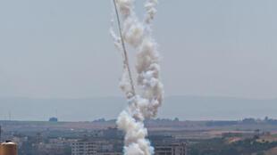 توپخانۀ اسرائیل و هواپیماهای این کشور صبح امروز شنبه ٤ ماه مه/ ١٤ اردیبهشت، بگزارش ارتش مواضع حماس و سکوهای پرتاب راکت در نوار غزه را هدف بمباران شدید قرار دادند.