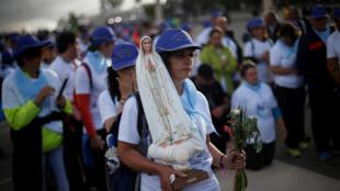 Pelegrinos chegam à Fátima para acompanhar visita do Papa no Centenário das aparições de Fátima, nesta sexta-feira, 12 de maio de 2017.
