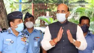 印度國防部長辛格與空軍參謀長巴達烏里亞