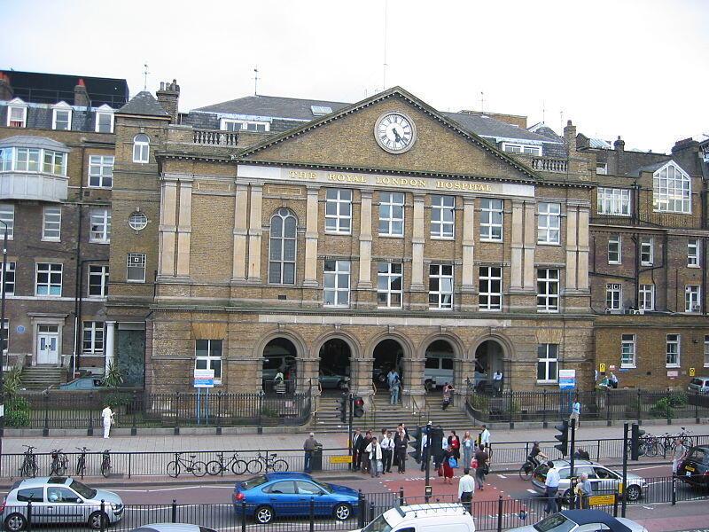 L'hôpital Royal London fait partie du système de santé publique britannique, le National Health Service (NHS).