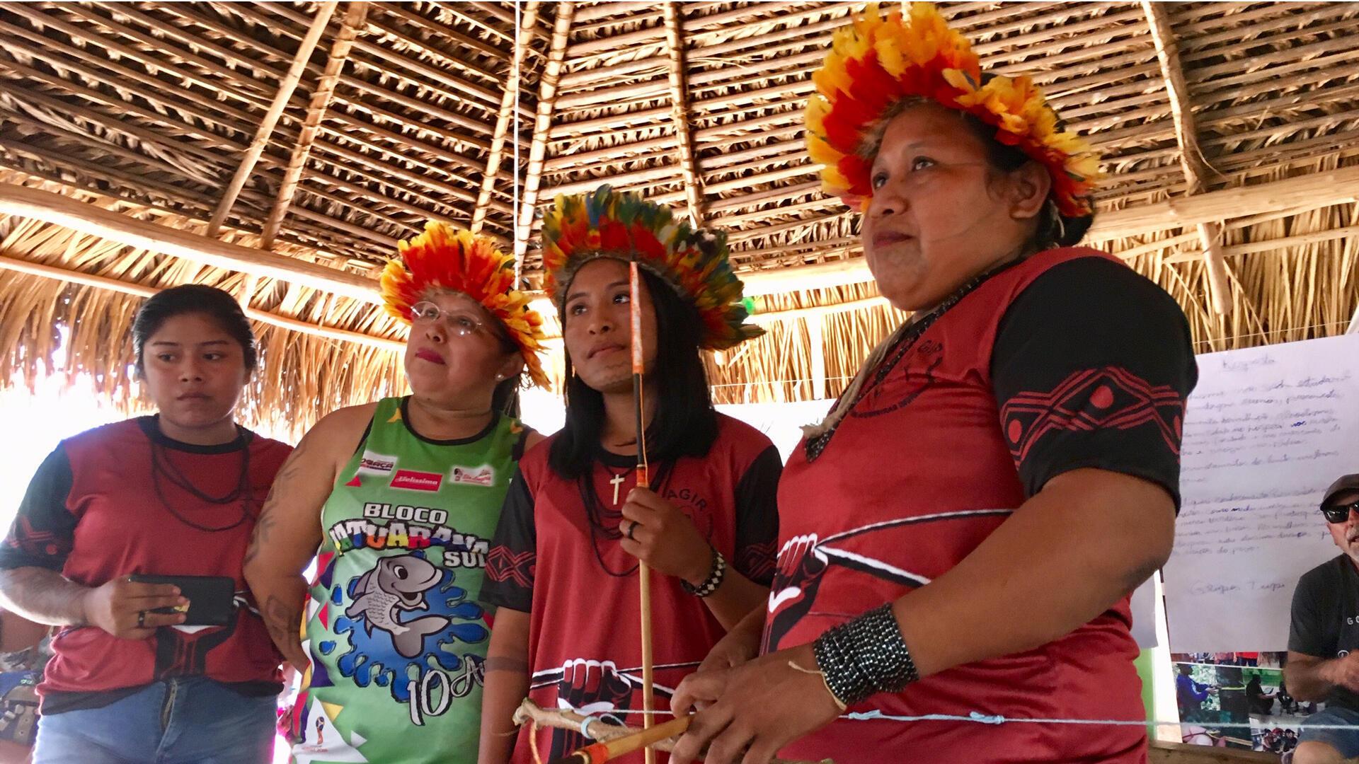 Des guerrières indigènes.