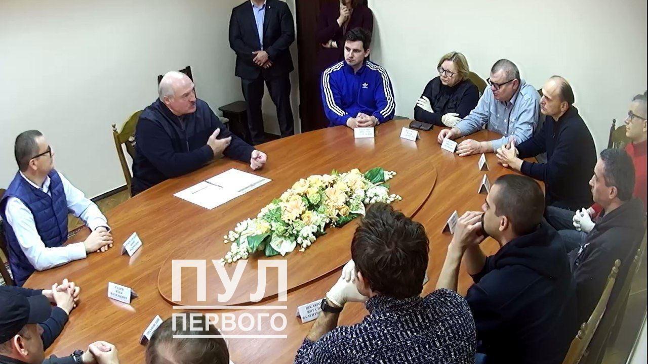 Встреча Александра Лукашенко с Виктором Бабарико (третий справа от Лукашенко) и другими оппозиционерами.