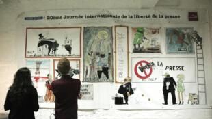 Выставка карикатур, нарисованных постояльцами Дома журналистов к 20-му международному дню свободы прессы