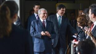 "O presidente Michel Temer faz parte da ""segunda temporada da versão brasileira de House of Cards"", segundo Le Monde."