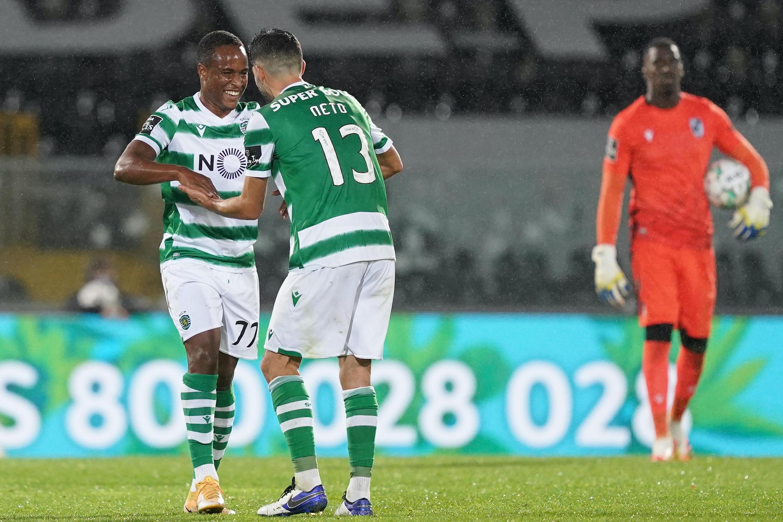 Jovane Cabral (esquerda), avançado cabo-verdiano do Sporting CP, apontou um golo no triunfo por 0-4 frente ao Vitória de Guimarães.