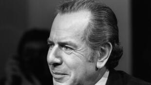 """Portrait pris le 27 octobre 1977 à Paris, montrant un journaliste et auteur français, fondateur et rédacteur en chef du «Nouvel Observateur», lors de l'émission """"L'événement""""."""
