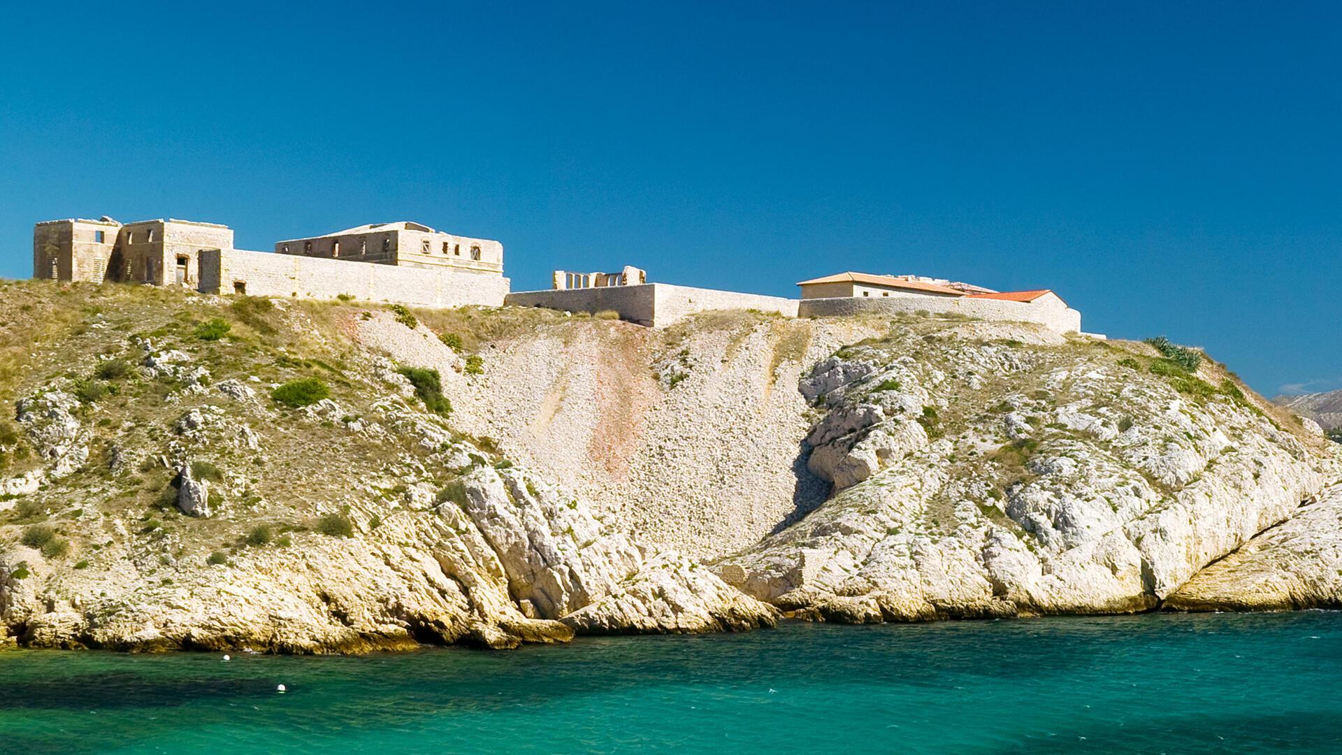 Les vestiges de l'hôpital Caroline, aussi appelé «Hôpital du vent», sur l'île Ratonneau à Marseille.