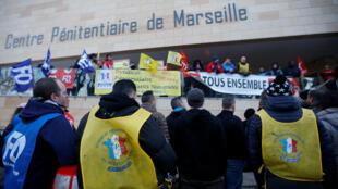 Manifestación en la cárcel Baumettes, en Marsella, el lunes 22 de enero.