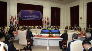 Bế mạc hội nghị thượng đỉnh ASEAN lần thứ 20 tại Phnom Penh ngày 04/04/2012.