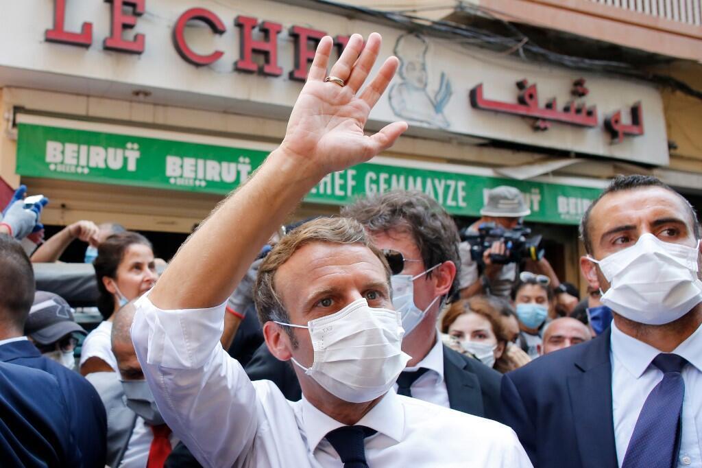 Президент Франции Эмманюэль Макрон на улицах Бейрута, 6 августа 2020.