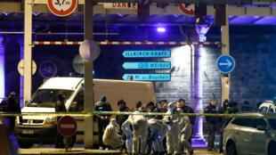 La policía francesa cerca el lugar donde Chérif Chekatt fue abatido este jueves, tras dos días de fuga.