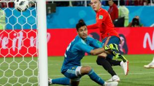 Iago Aspas marca para la Roja el empate a 2 frente a Marruecos, el 26 de junio de 2018 en el estadio de Kaliningrado.