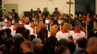 中国上海一天主教堂周日平安夜弥撒活动资料图片