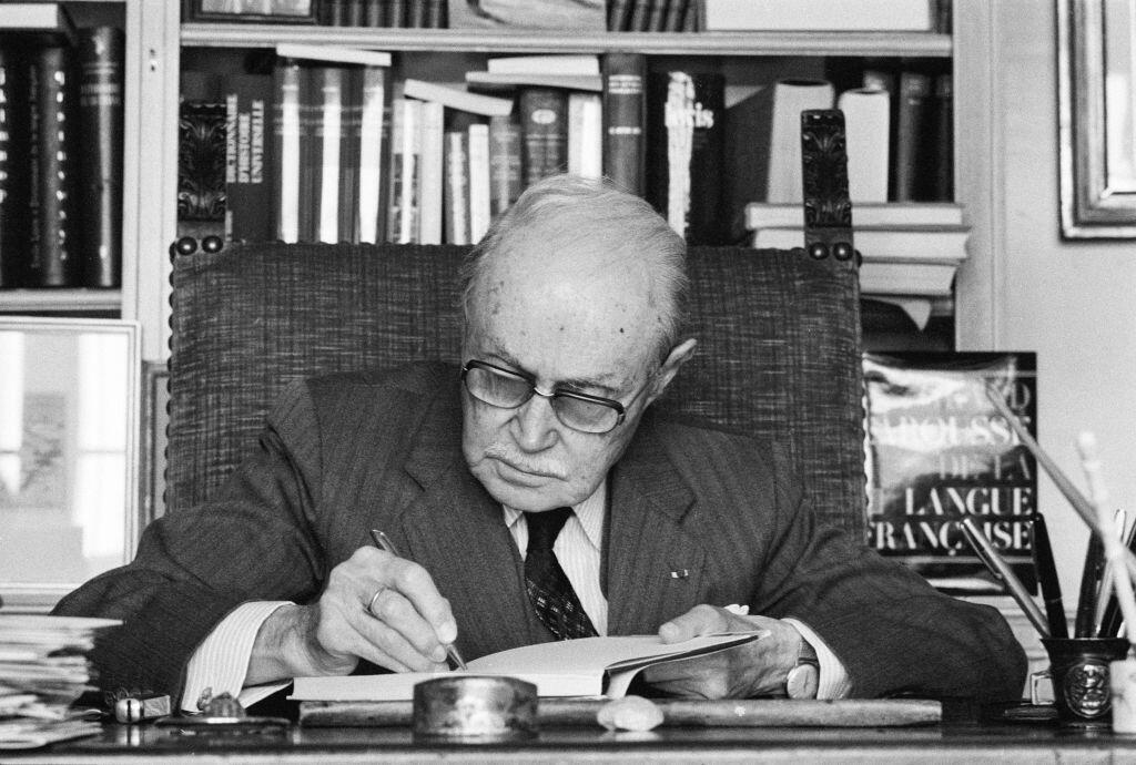موریس ژونوآ، نویسندۀ فرانسوی که در سال ١٩٢۵ برای کتاب «رابولیو»، که شاهکار ادبی او تلقی میشود، جایزۀ گنکور را بدست آورد.