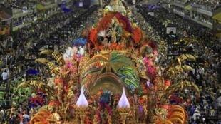 Desfile da Beija-Flor, grande campeã do Carnaval do Rio 2015, em foto de 17 de fevereiro de 2015.