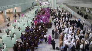 Arrivée des pélerins à l'aéroport de Djeddah en Arabie saoudite.