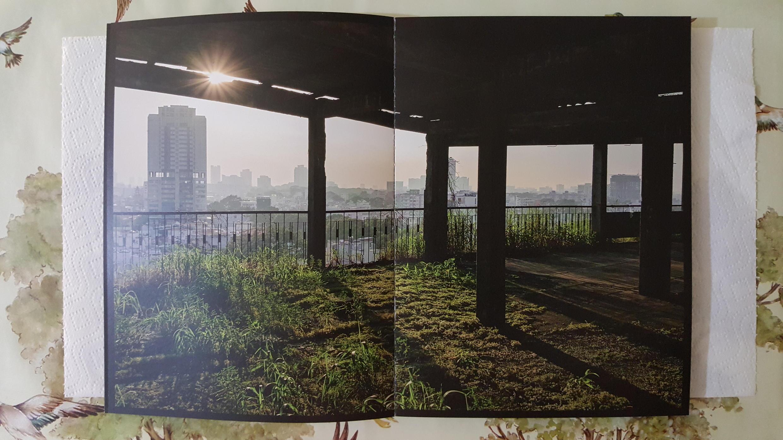 """Một trang ảnh trong bộ sách """"President Hotel"""" của nhà nhiếp ảnh Laurent Weyl."""