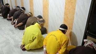 Des prisonniers soupçonnés d'appartenance à l'Etat islamique, le 28 juin  2018 en Irak.
