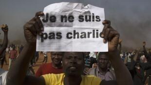 Au Niger, un manifestant marque son opposition à l'hebdomadaire «Charlie Hebdo»: «Je ne suis pas Charlie».