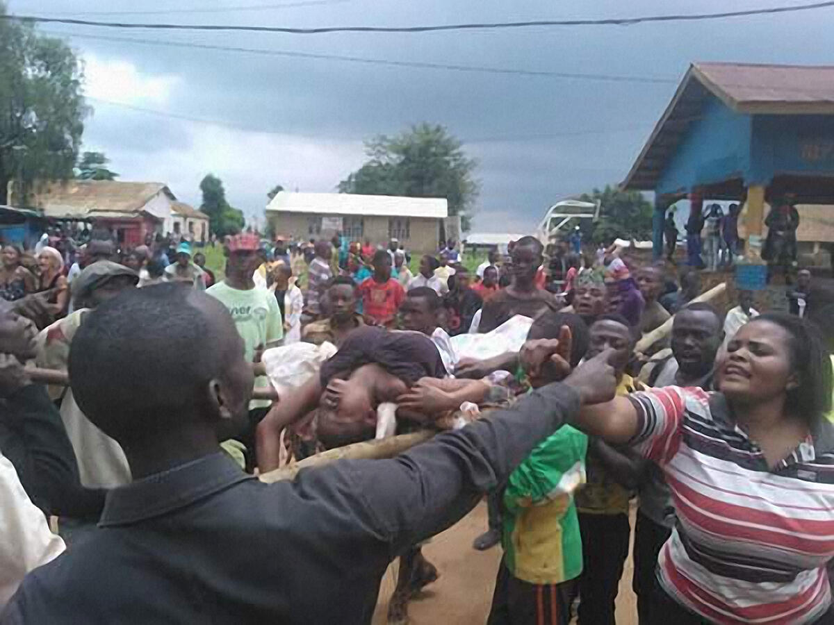 Tensión patente se vive en Beni (RDC)  tras la masacre del sábado 13 de agosto 2016. Una mujer es conducida al hospital.
