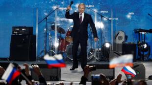 O Presidente Vladimir Putin durante o seu  comício na Crimeia. 14.03.2018