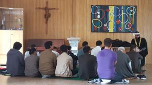 Une salle de prière catholique, pour une prière musulmane à Munich.