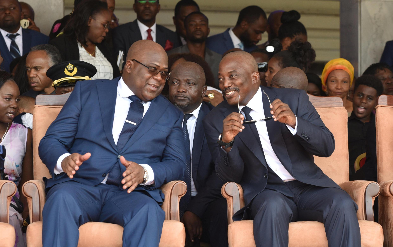 刚果民主共和国总统权力交接,新总统齐塞克迪与卸任总统卡比拉于2019年1月24日仪式上
