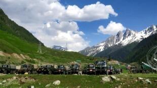 Tropas de India y China en la dsiputada fronetra del Himalaya