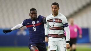 Dan wasan Faransa Paul Pogba da takwaransa na Portugal Cristiano Ronaldo yayin wani wasa a Faransa ranar 11 ga watan Oktoba 2020.