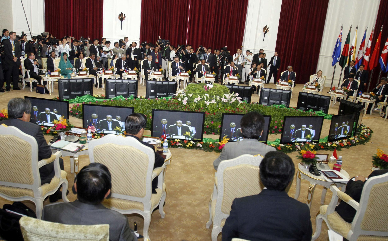 Ngoại trưởng Cam Bốt Hor Nam Hong phát biểu tại Diễn đàn Khu vực ASEAN ( ASEAN Regional Forum - ARF) REUTERS /Samrang Pring