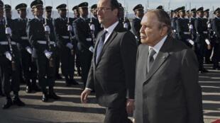 Photo : François Hollande (g.) et Abdelaziz Bouteflika (premi à Tlemcen, le 20 décembre 2012).