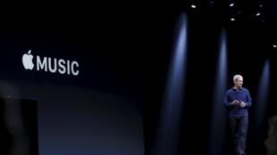 O diretor geral da Apple,Tim Cook, durante a apresentação do Apple Music, na Worldwide Developers Conference (WWDC), em San Francisco, Califórnia, na segunda-feira (8).