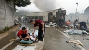 Оказание помощи пострадавшим в ж/д катастрофе у Сантьяго-де-Компостела