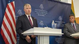 Stephen Biegun rencontrant l'opposition Biélorusse à Vilnius, le 24 août 2020.